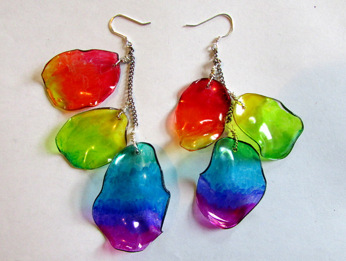 Recycle plastic bottle into earrings tutorial for Diy recycled plastic bottles