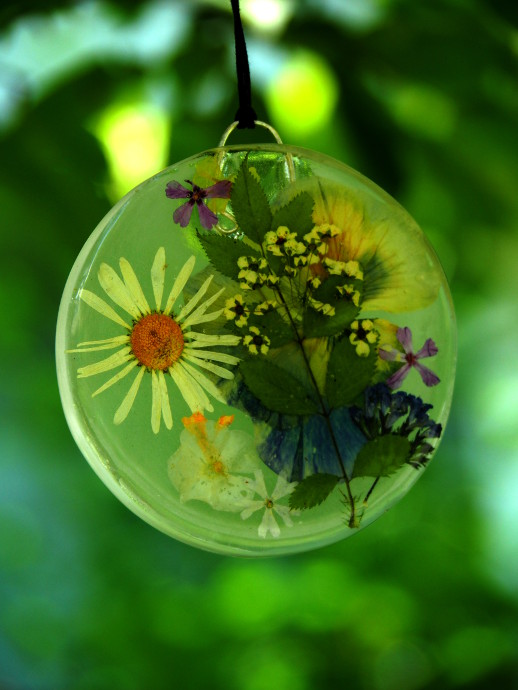 Preserving Flowers In Resin